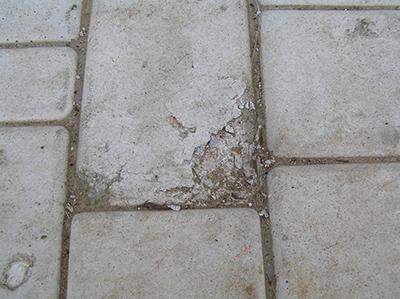 Разрушения плитки, установленной без водоотводного дренажа