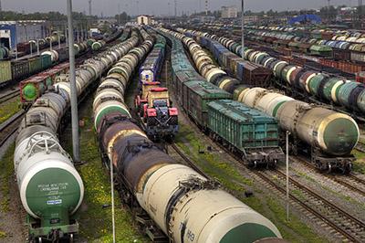 Участок перегона товарных составов на российской железной дороге.